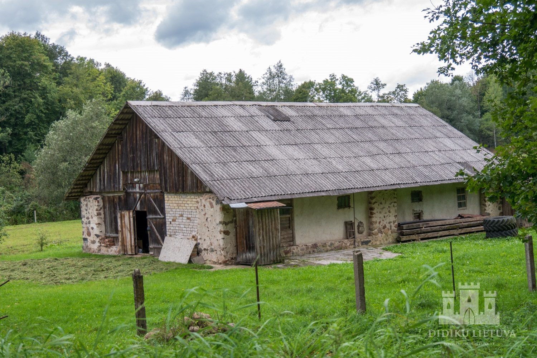 Liubavo dvaro sodybos antras ūkinis pastatas