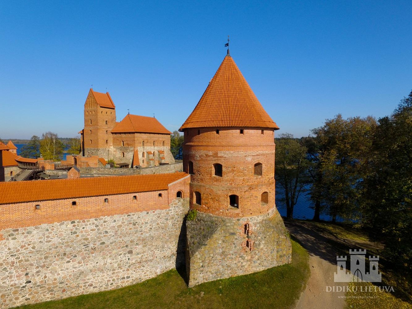 Trakų salos pilies pietryčių bokšto liekanos
