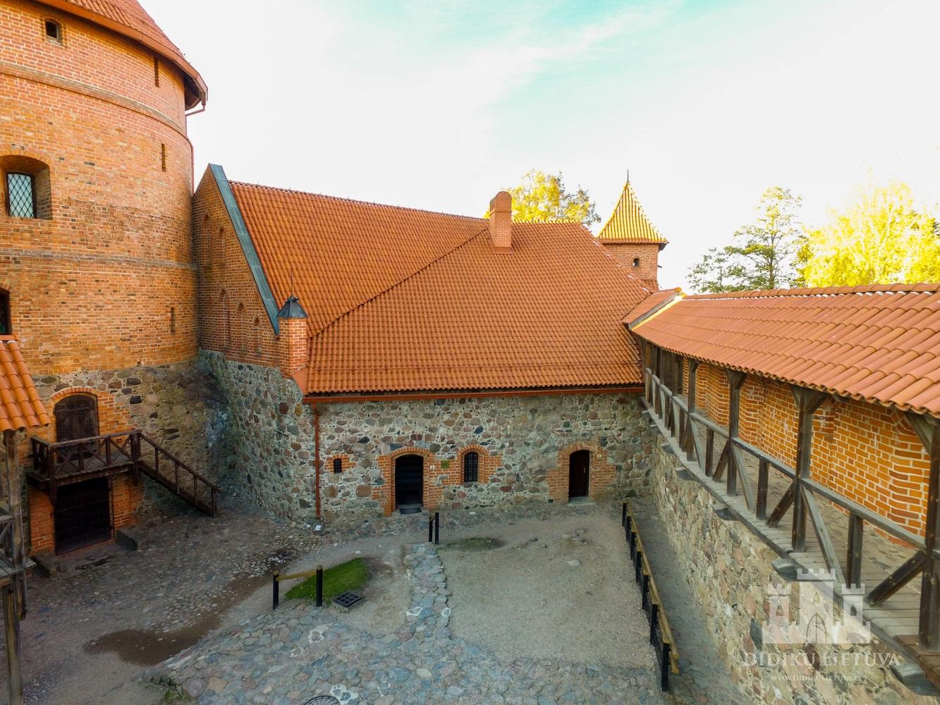 Trakų salos pilies trikampio kazemato liekanos