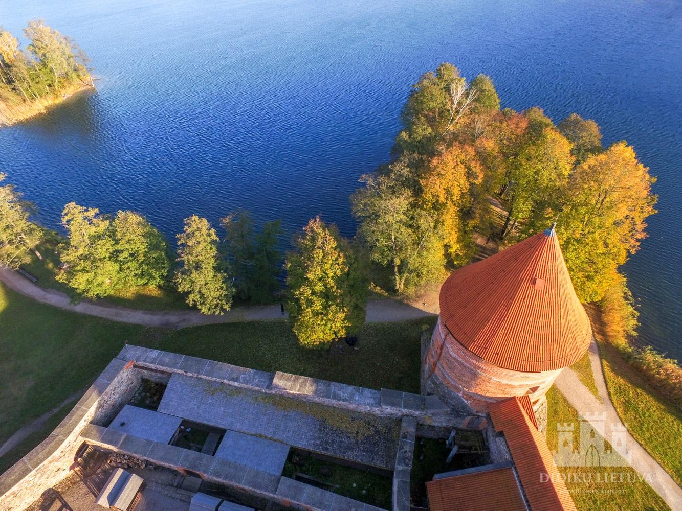 Trakų salos pilies šiaurės vakarų bokšto liekanos