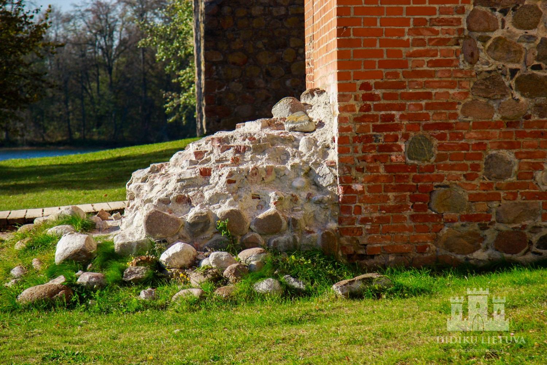 Trakų salos pilies Vartų bokšto liekanos