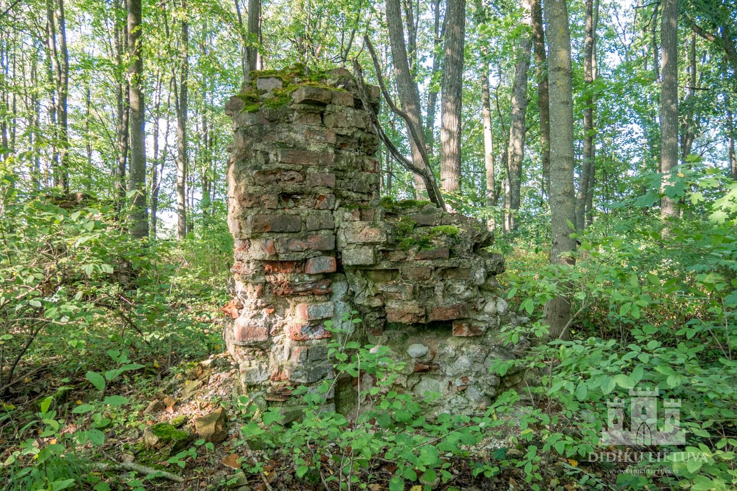 Užutrakio dvaro sodybos senosios kapinės