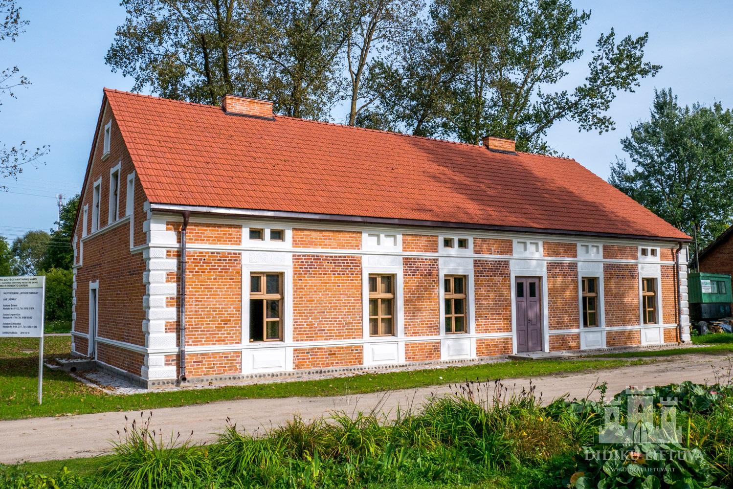 Zyplių dvaro sodybos amatininkų namas