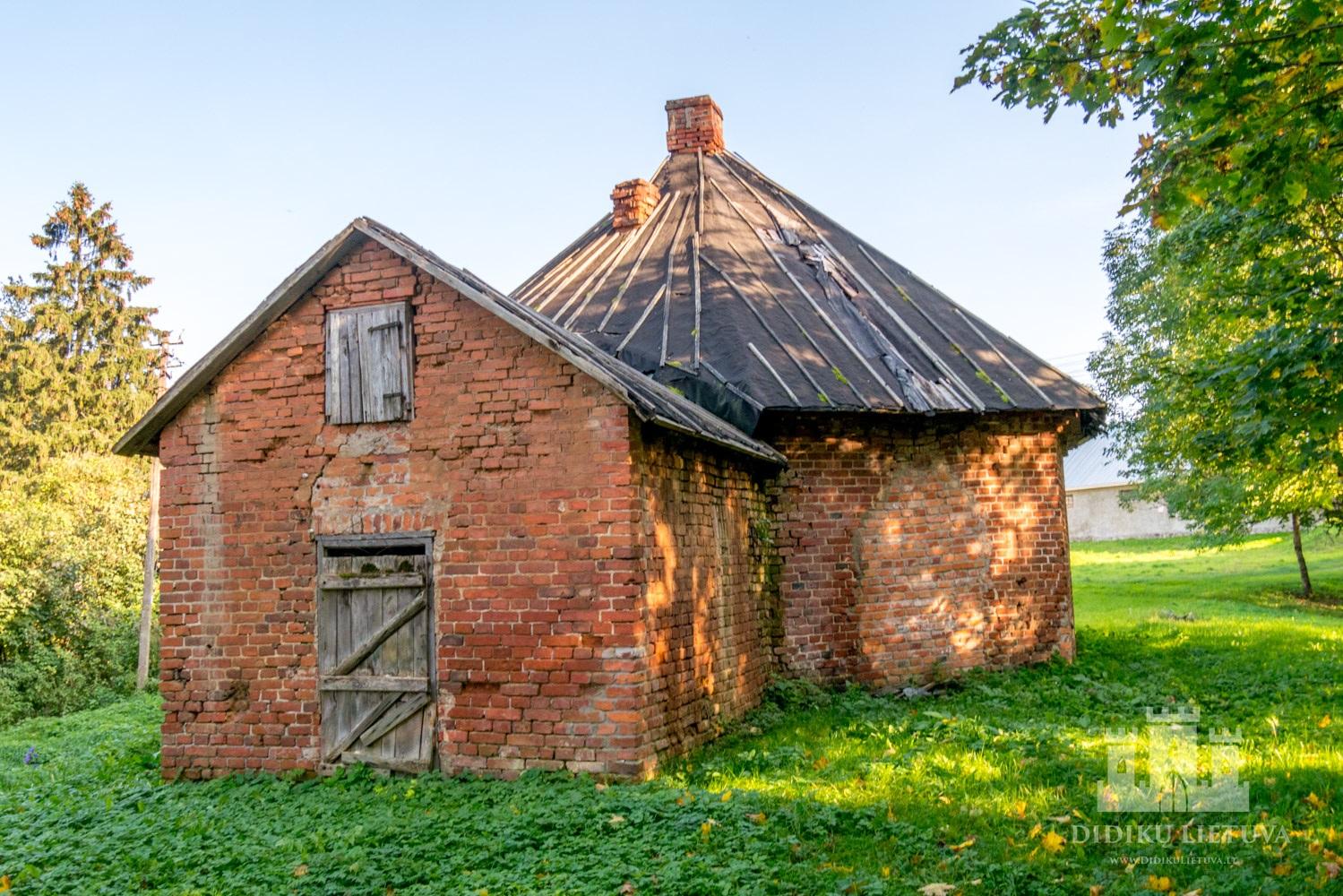 Kidulių dvaro sodybos kalvės – ratinės pastatas
