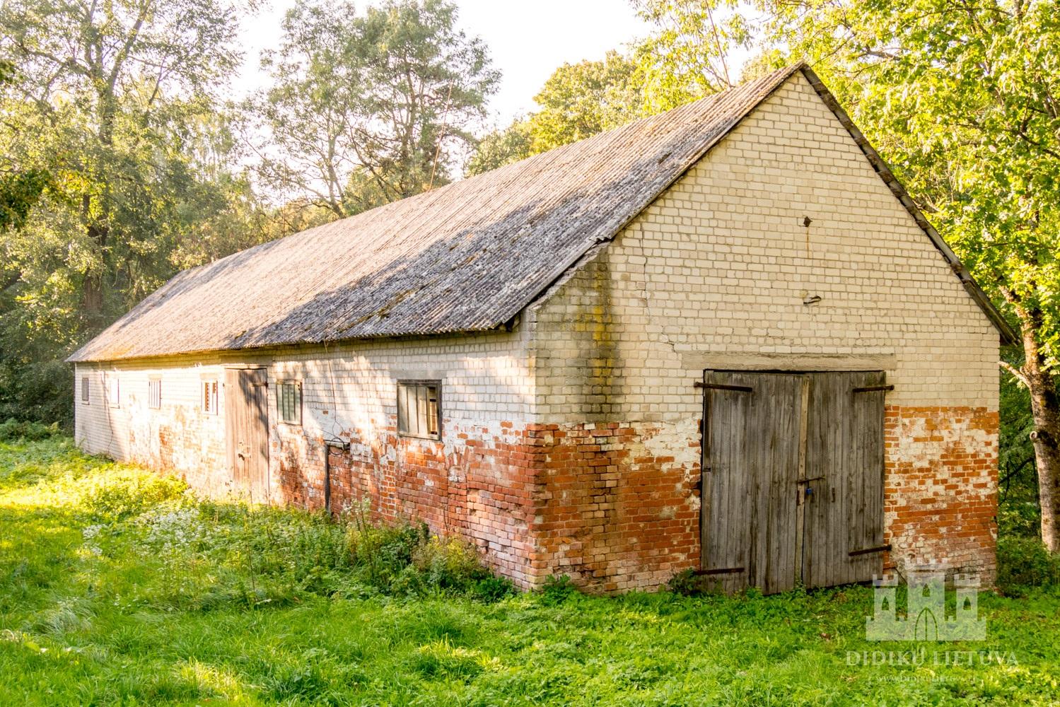 Kidulių dvaro sodybos pirmo ūkinio pastato liekanos