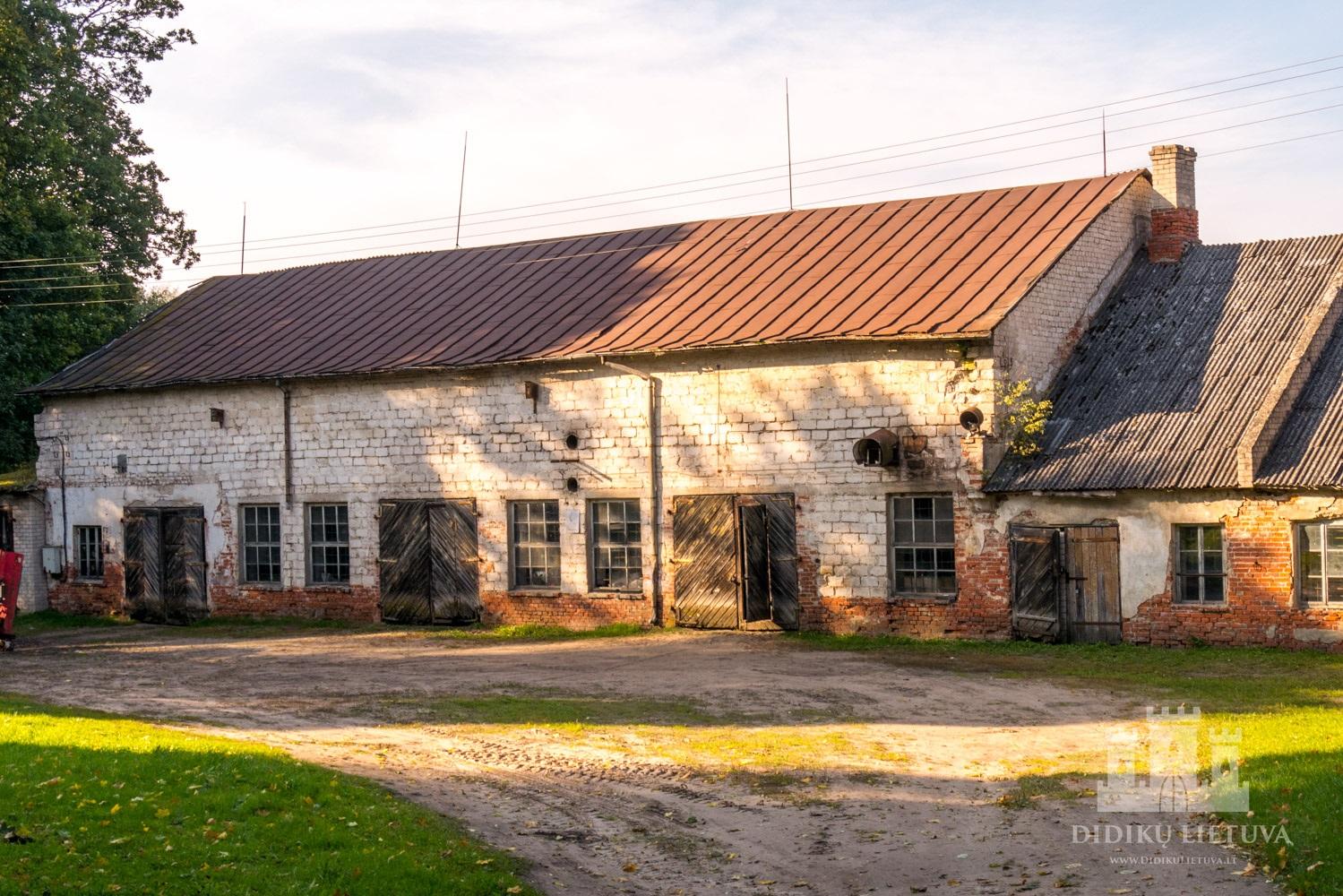 Kidulių dvaro sodybos antras ūkinis pastatas
